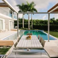 Contemp Minimalist 6BR Villa - Chef, Maid, Golf Cart, Pool inlcuded, hotel in Punta Cana