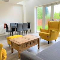 *Modern home in Manchester centre for 7 with parking*