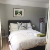 Luxurious double bedroom with en-suite, private lounge, continental breakfast