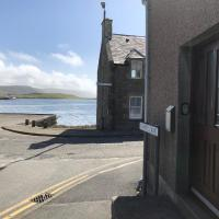 Cosy holiday home, Scalloway, Shetland., hotel in Scalloway