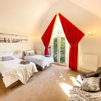Central Milton Keynes - Modern 2 Bedroom House - Free Private Parking by Comfy Workers