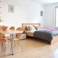 Modern studio 8MIN away from the AIRPORT!, hotel in Prague