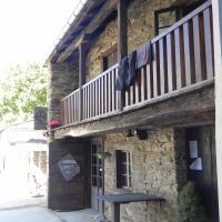 Albergue Atrio, hotel in Treacastela