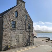 Spacious comfortable flat in Scalloway, Shetland., hotel in Scalloway