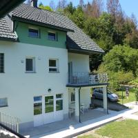 Riverside garden apartment Three Springs Tri Zvira, hotel in Plešce