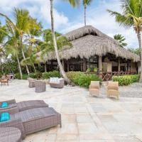 Front 5BR Golf Villa with Jacuzzi, Golf Cart, Pool, Chef, Maid & Beach Club, hotel in Punta Cana