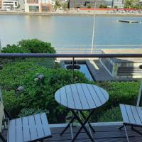 Superb Deluxe Waterfront 2 Bedroom Apartment