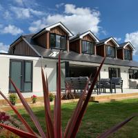 Large Luxury 4 Bedroom House with En-Suites, Cinema Room, Gym and Large Garden