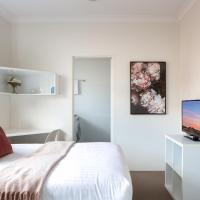 Bright Studio Steps from Westmead Hospital, hotel in Sydney