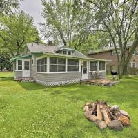 Quaint Cottage with Porch - Steps to Lake and Beach, Hotel in Cambridge