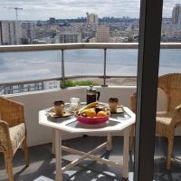 Beau studio rénové 30m2 balcon vue Paris+parking