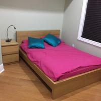 Backpacker Student near Bishop's University - Private Double Room w Two Beds, hotel em Sherbrooke