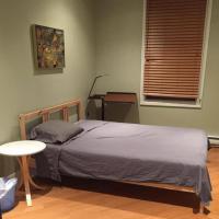 Backpacker Student near Bishop's University - Entire One Bedroom Suite, hotel em Sherbrooke