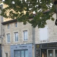 Gazelle Guest House and Art Gallery, hotel in Ruffec