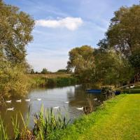 Cherbridge Lodges - Riverside lodges, short lets (business or holidays)