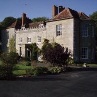 Marshwood Farm B&B and Shepherds Hut, hotel in Dinton