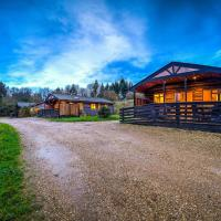 New Forest Lodges, hotel in Cranborne