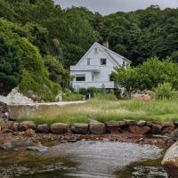 Newly renovated house on idyllic Hidra (incl. boat)