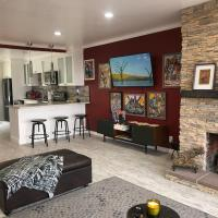 Beautiful Artsy House Located Near Attractions