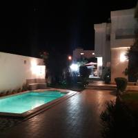 studio avec piscine Midoun Djerba, hotel in Triffa