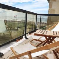 L'Ammonite Grand Balcon avec Mer - Parking - 4 pers, hotel in Bénerville-sur-Mer
