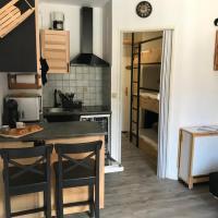 Studio chaleureux à la Foux D'Allos, hotel in Allos