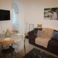 4 Bedroom House 10 Mins from J32 of the M4 nr Cardiff, hotel in Cardiff