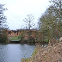 The Chiltern Lodges at Upper Farm Henton, hotel in Chinnor