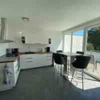 Wohnung mit 2 Einzelzimmer gemeinsamer Küchen/Bad/Balkon-Nutzung, Hotel in Espelkamp