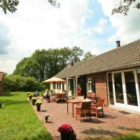 Spacious Farmhouse near Forest in Stramproy, hotel in De Horst