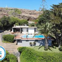 Senhora do Mar - Gorgeous Villa with pool and private sea access, hotel in Caniçal