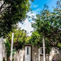 Beautiful House with Garden, hotel near Heraklion International Airport - HER, Néa Alikarnassós