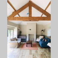 Detached newly refurbished Cottage Two en suite rooms Sleeps 4, hotel in Rothwell