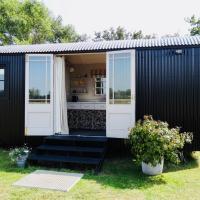 The Oaks Glamping - Rubie's Shepherds Hut