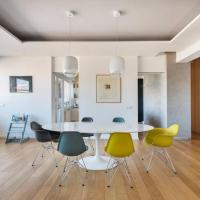 Extra-bright designer flat in the city centre