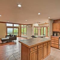 Mtn-View Townhome Less Than 1 Mi to Camelback Resort!