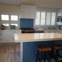 Waterfront 2 Bed Luxury Apartment in Corlette, Port Stephens - Sleeps 4