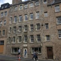 Spacious and historic 2 bed flat on Royal Mile