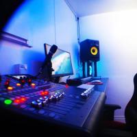 CLN Boutique Apartment & Recording Studio