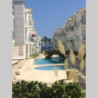 appartement avec piscine sur la mer residence Nadine、El Ahmarのホテル