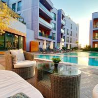 Green Hills Suites, отель в Ялове
