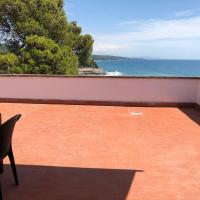 Bellavista Beachfront Apartments, hotel in Quercianella