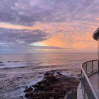 Stunning Designer Penthouse with endless awesome views, hotel in Bantry Bay, Cape Town