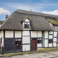 Cotswold Thatched Cottage, hotel in Mickleton
