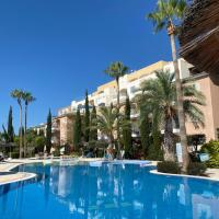 Retro n' Boujee 1BR Apt with Pool and Balcony, hotel in Yeroskipou