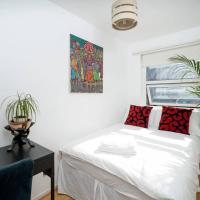 Bedroom w/ Inbuilt Wardrobe (Haggerston/London Fields)