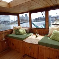 Houseboat Dana