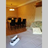 Two story apartment with a sauna Divu stāvu apartaments ar saunu 3 guļamistabas, hotel in Kandava