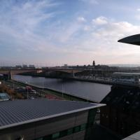 Glasgow Central Riverview Luxury Apartment (Sleeps upto 8)