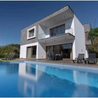Villa Victoria With Private Heated Pool